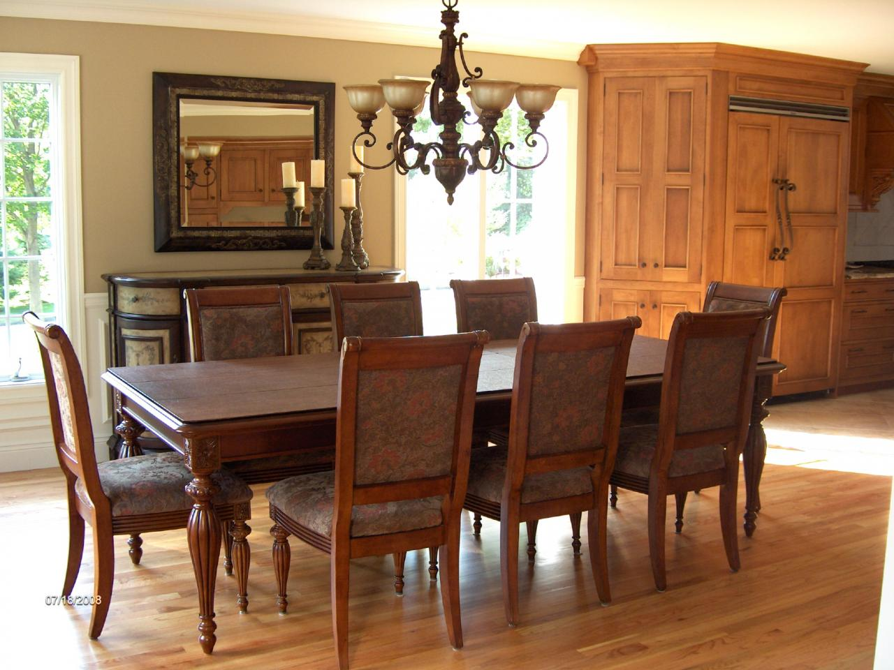 Coastal transfer provides tips for packing your dinning for Traditional dining room color ideas